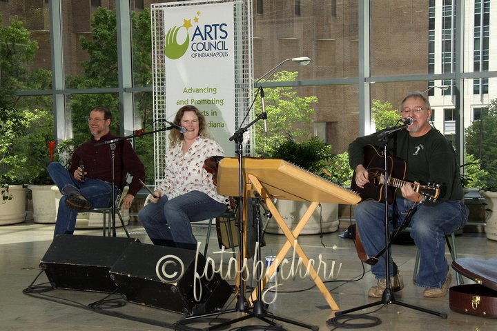 Enjoying a good time with Patchwork at the Indianapolis Artsgarden (photo by Cheri Herron, fotosbycheri.com)